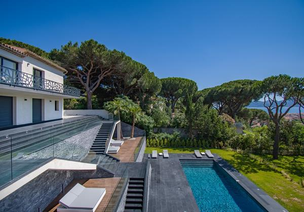 Villa Cosmo - Beautiful new modern villa in Cannes with 5 luxurious bedrooms, large pool and sea views