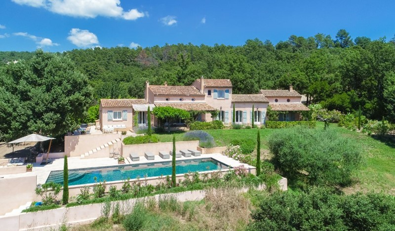 Villa Sylvia, 4BR provencal villa set in 2 hectares of land, with large pool, AC, in La Garde Freinet countryside, close to Saint Tropez and Ramatuelle